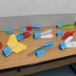 Die fertigen Papierflieger