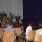 Ankündigung des Sommermusicals durch die  Lehrerin Miss Darbus (Sila 7b)