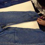 Zuschnitt der Stoffe aus gebrauchten Jeans ...