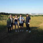 SchülerInnen mit unserer Expertin aus dem Heide-Verein